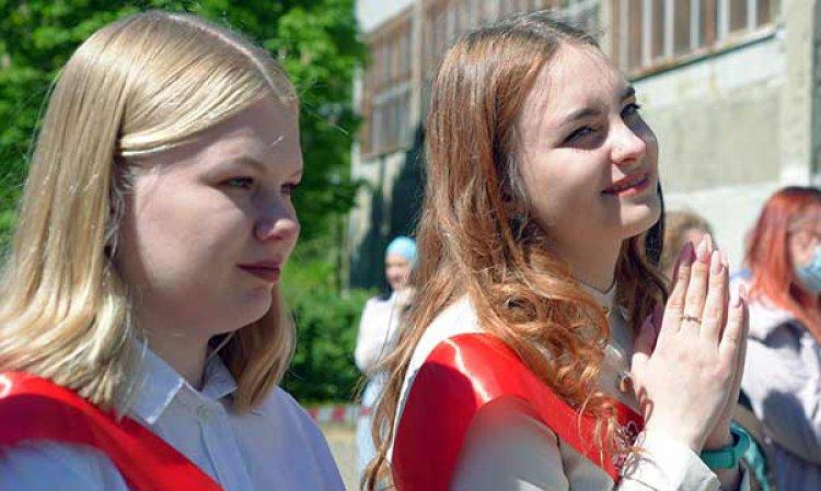 Сегодня в школах Вологды прозвучал последний звонок